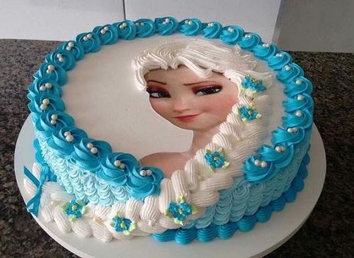Elsa com pó cabelo congelado o bolo de aniversário