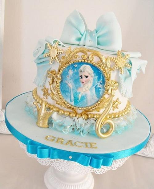 Elsa de fita azul e ouro congelado o bolo de aniversário