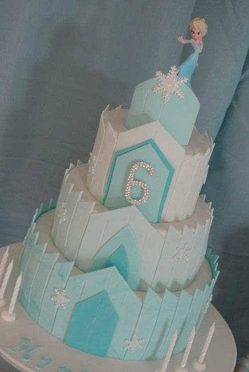 Castelo da rainha Elsa congelado o bolo de aniversário