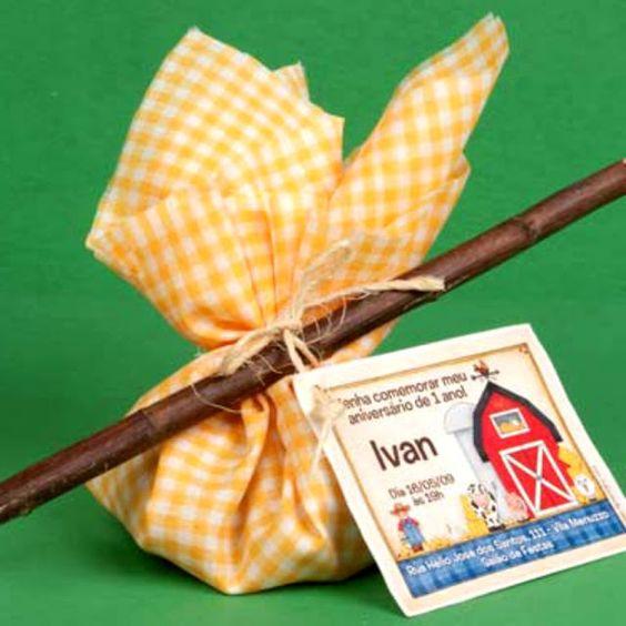 Convite de chá de bebê fazendinha e safári