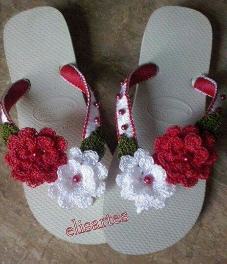 Chinelos decorados com croche
