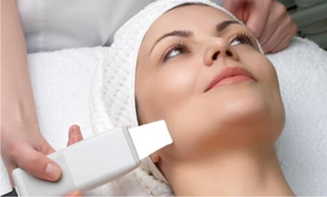 Como é o passo a passo de uma limpeza de pele profissional