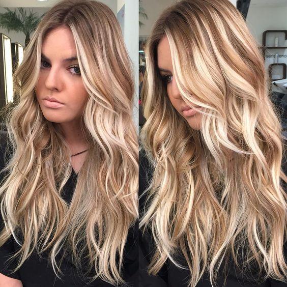 cores de cabelo feminino Loiro dourado