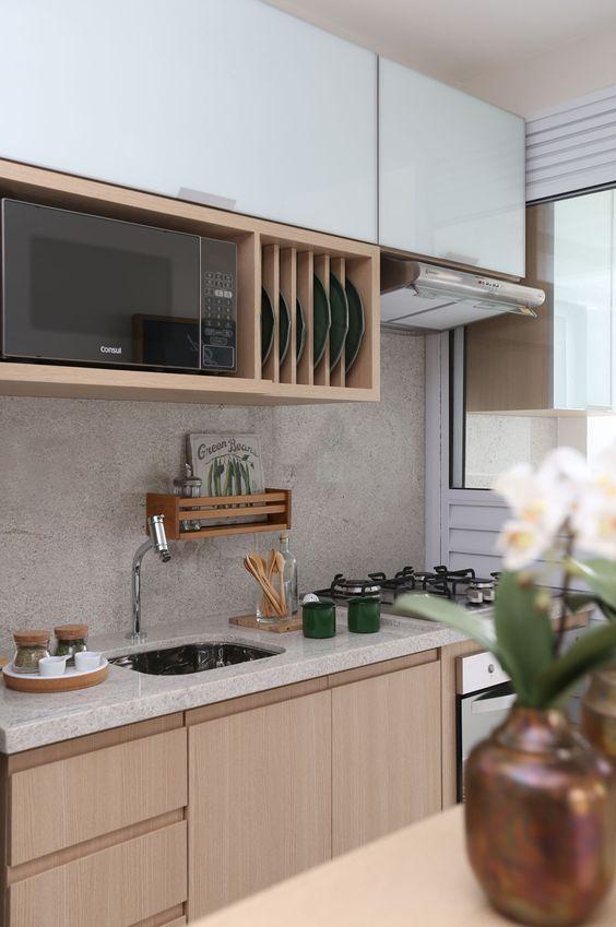 cozinhas corredor com superfície livre